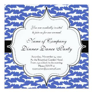 """Escuela de los tiburones azul y blanco divertidos invitación 5.25"""" x 5.25"""""""