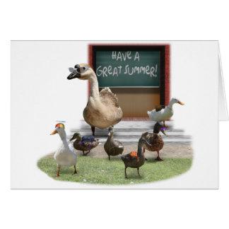 Escuela hacia fuera, pequeños anadones con el tarjeta de felicitación