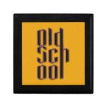 Escuela vieja amarilla caja de joyas