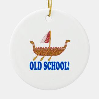 Escuela vieja adorno redondo de cerámica
