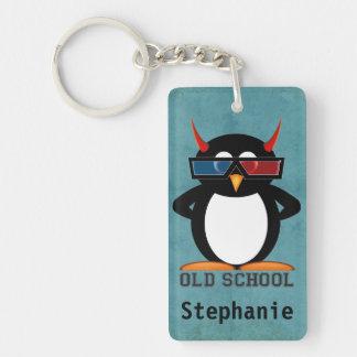 Escuela vieja del pingüino malvado personalizada llavero rectangular acrílico a una cara