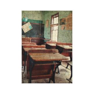Escuela vieja, una escuela de un sitio dentro de l lona estirada galerías