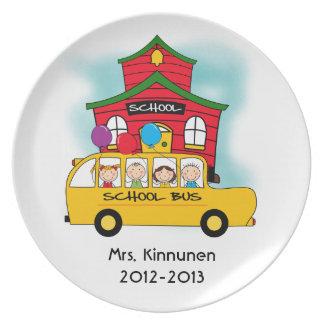 Escuela y camisetas y regalos del autobús escolar platos