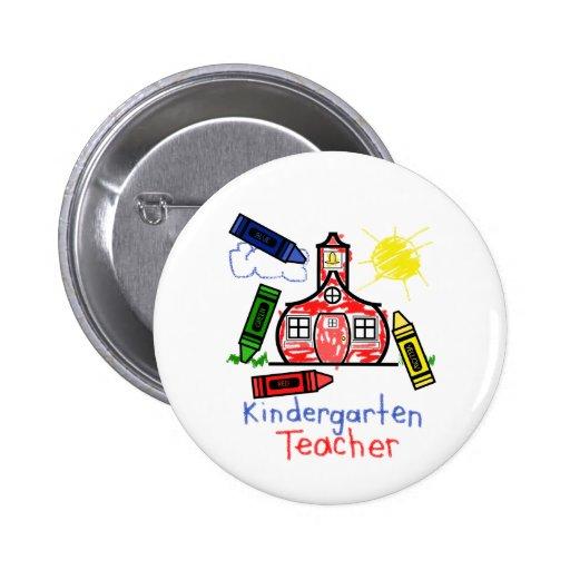 Escuela y creyones del botón del maestro de jardín pins