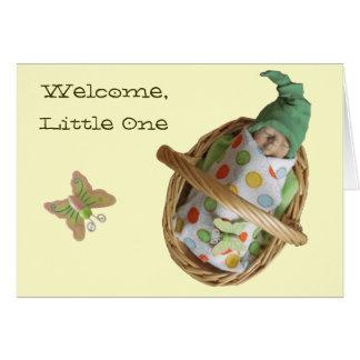Escultura de arcilla del bebé con el gorra lindo: tarjeta de felicitación