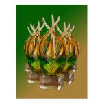Escultura de cristal en verdes y marrones postal
