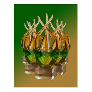 Escultura de cristal en verdes y marrones postales