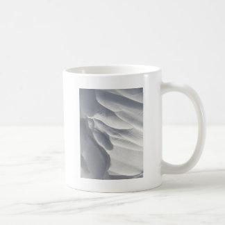 Escultura de la deriva de la nieve del invierno taza de café