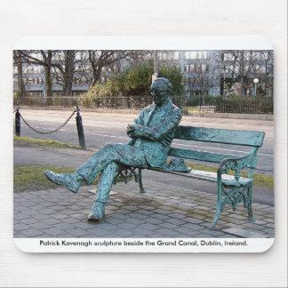 Escultura de Patrick Kavenagh: Poeta y autor Tapete De Raton