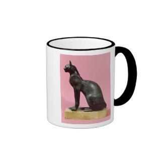 Escultura de un gato, último período taza de dos colores