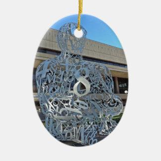 Escultura del alquimista adorno navideño ovalado de cerámica
