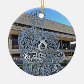 Escultura del alquimista adorno navideño redondo de cerámica