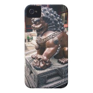 Escultura del león Case-Mate iPhone 4 protectores
