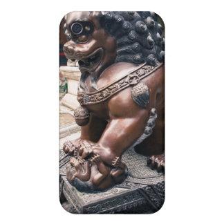 Escultura del león iPhone 4 carcasas