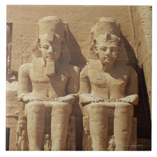 Escultura en Abu Simbel - El Cairo, Egipto Azulejo Cuadrado Grande