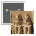 Escultura en Abu Simbel - El Cairo, Egipto Pin Cuadrada 5 Cm