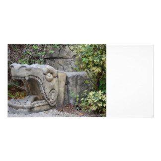 escultura principal del dragón con las plantas tarjeta personal