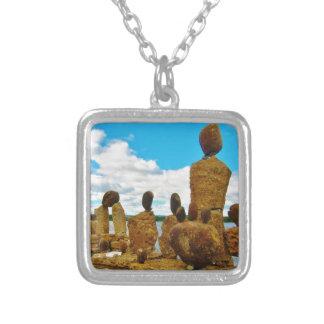 Esculturas de piedra del río de Inukshuk Collar