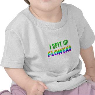 Escupo encima de las flores camiseta