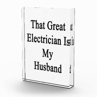 Ese gran electricista es mi marido