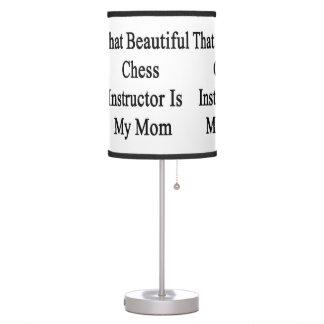 Ese instructor hermoso del ajedrez es mi mamá