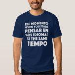 """""""Ese Momento"""" español y personas de habla inglesa Camisas"""