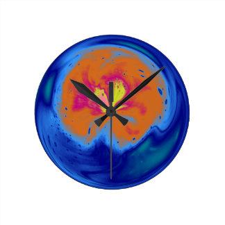 Esfera abstracta azul con efecto luminoso reloj redondo mediano