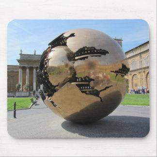 Esfera en la Ciudad del Vaticano Alfombrillas De Ratón