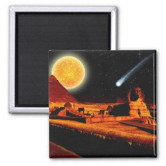 Esfinge y luna sobre el regalo del arte de las pir imán cuadrado