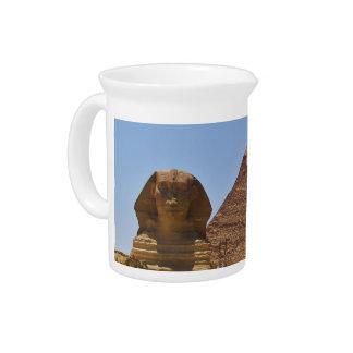 Esfinge y pirámide jarras para bebida