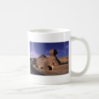 Esfinge y pirámides en Giza El Cairo Egipto Taza De Café