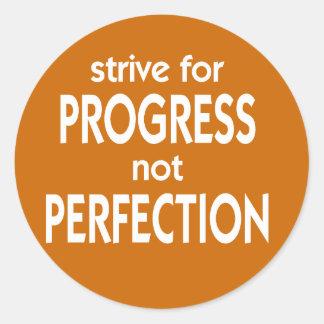 Esfuércese para la perfección del progreso no pegatina redonda
