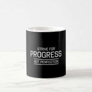 Esfuércese para la perfección del progreso no taza clásica