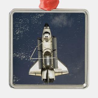 Esfuerzo 16 del transbordador espacial adorno navideño cuadrado de metal