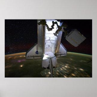 Esfuerzo del transbordador espacial atracado en IS Posters