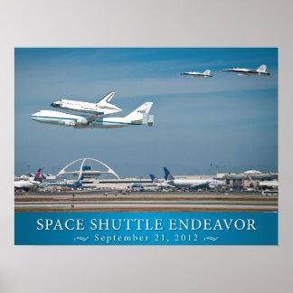 Esfuerzo del transbordador espacial con el poster