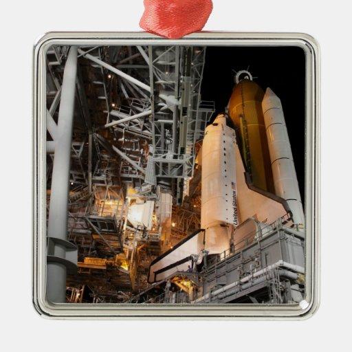 Esfuerzo del transbordador espacial en la adorno cuadrado plateado