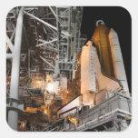 Esfuerzo del transbordador espacial en la platafor calcomania cuadradas personalizadas