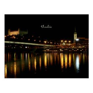 Eslovaquia, en la noche, fotografía hermosa del tarjetas postales