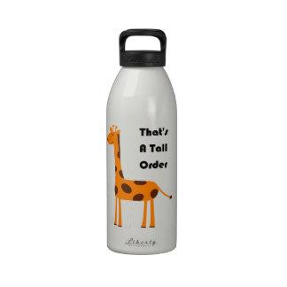 Eso es un dibujo animado anaranjado de la jirafa d