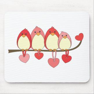 Esos pájaros el día de San Valentín Alfombrillas De Ratón