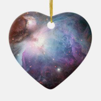 Espacio de la púrpura de la nebulosa de Orión Adorno Navideño De Cerámica En Forma De Corazón