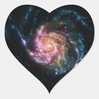 Espacio del espiral de la galaxia del molinillo de pegatina en forma de corazón