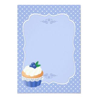 Espacio en blanco azul de la magdalena deliciosa invitaciones personalizada