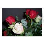 Espacio en blanco del rosa rojo tarjetas