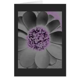Espacio en blanco - flor en carbón de leña y tarjeta pequeña
