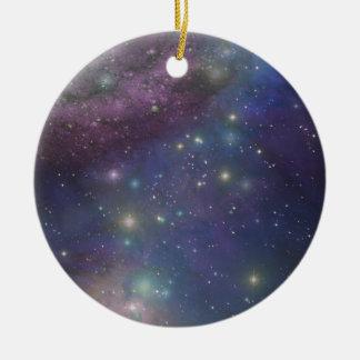 Espacio, estrellas, galaxias y nebulosas adorno navideño redondo de cerámica