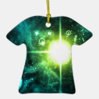 Espacio exterior verde adorno de cerámica en forma de camiseta