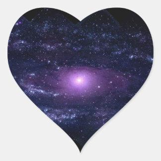 Espacio púrpura ultravioleta de la galaxia del And Pegatina Corazon