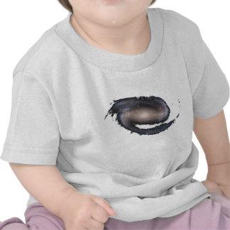 Espacio que brilla intensamente barrado de la camisetas